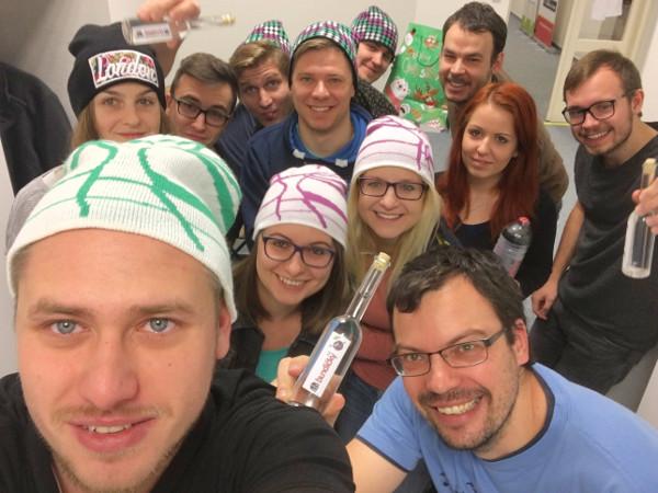Hromadné selfie s čiapkami od Ježiška