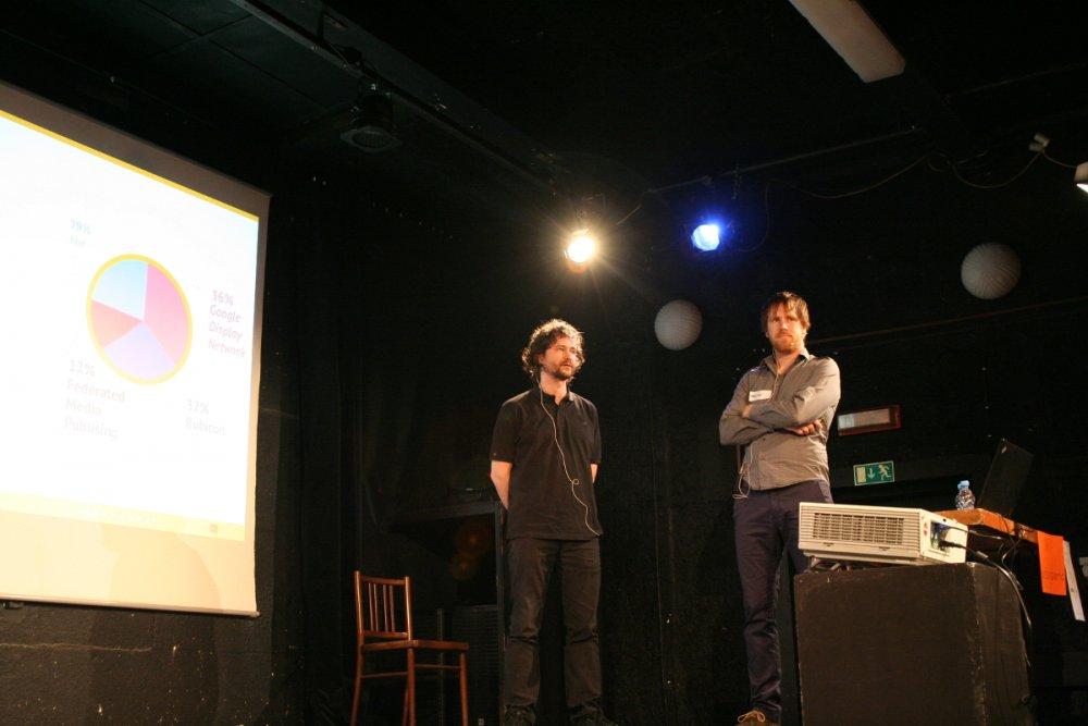 Marcel s Martinem v divadelní atmosféře klubu Leitnerka