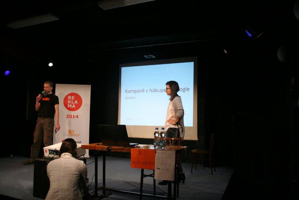 Michal uvádí Petru na nekonferenci