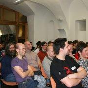 Publikum Davida Grudla na vsetínském Barcampu.