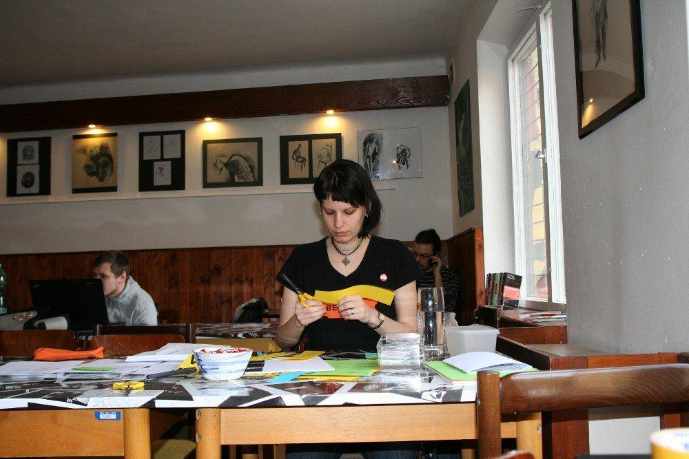 Katka připravuje registraci účastníků