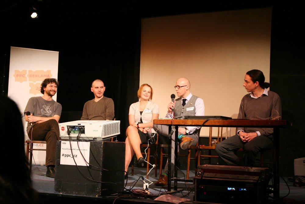 Panelová diskuse Marcel Vašš a Matej Kolarovský za Etarget, Petra Větrovská hájí Google AdWords a Jirka Chomát s Ondrou Lukasem z Skliku